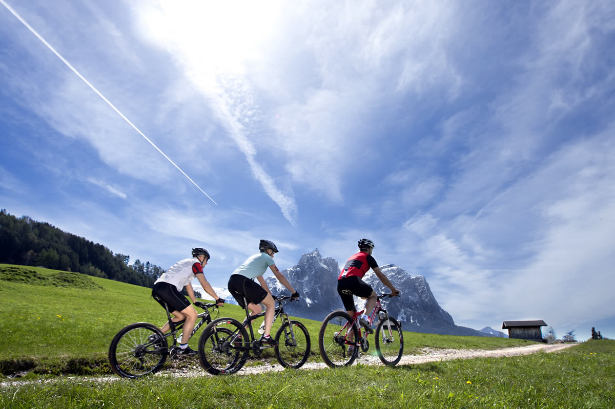 With the mountainbikes in the Dolomites